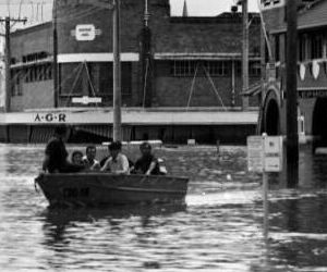 Molesworth St during the 1974 Lismore flood.